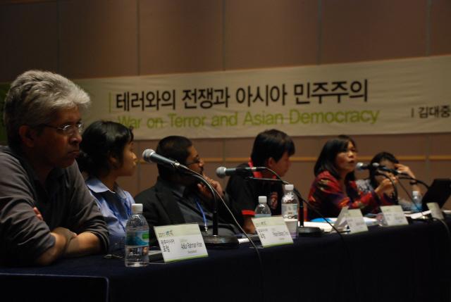 20110623 테러와의 전쟁과 아시아 민주주의.jpg